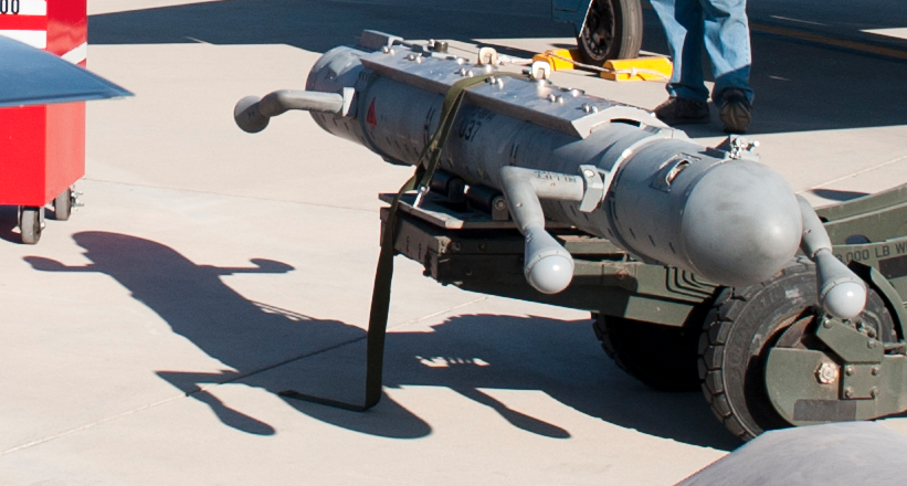 アメリカ人のニックネームを付けるセンスって時々びっくりすることあるけど、三沢基地のF-16がよく搭載するALQ-188電子戦ポッドにつけた「Dead Gecko(死んだヤモリ)」。あまりに言い得てて脱帽するしかなかった。 https://t.co/eBfJ1cUCAZ