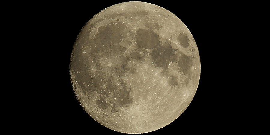 Tonight's (almost) full moon @VirtualAstro @ActiveAstro @Learnastronomhq @SunViewer #astrophotography #universetoday https://t.co/LZvt93SAyr