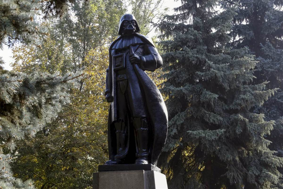 Laughing Squid On Twitter Statue Of Lenin In Ukraine Converted
