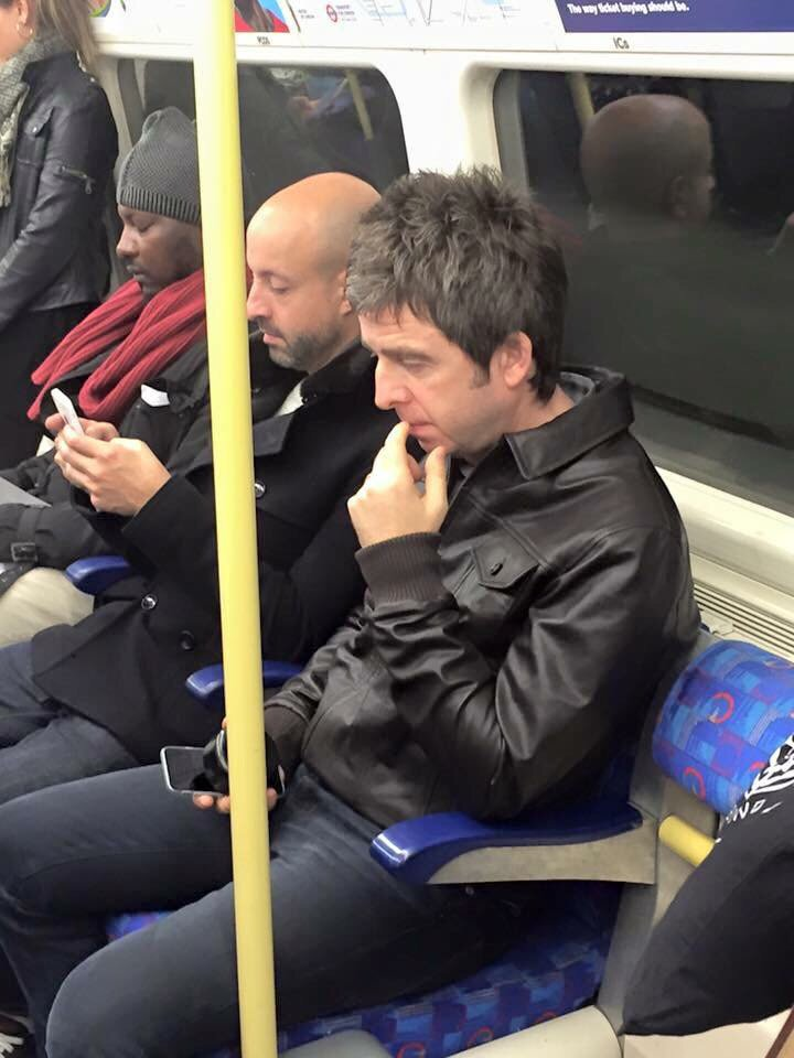 This is so cool. How @NoelGallagher got to the U2 gig in London last night. https://t.co/ZukiHkIbpu