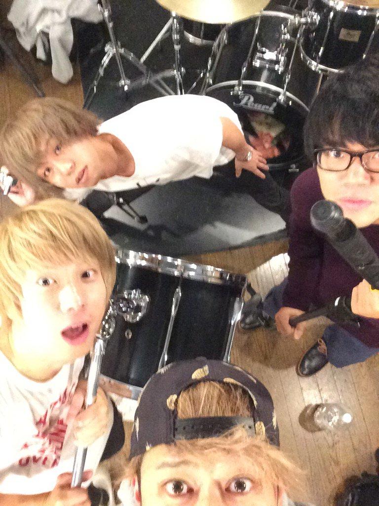 2007年10月22日下北沢屋根裏にてこの4人で初ライブをして約8年。 明日は遂に日本武道館ワンマンライブ! やったるぜぇ!!!!!  #KEYTALK武道館 https://t.co/L6WF1ot5vc