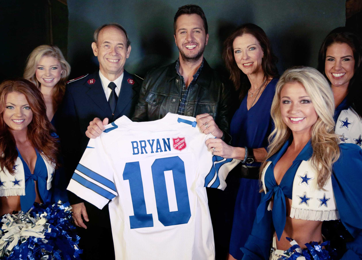JUST ANNOUNCED:  Luke Bryan to perform at halftime at the Dallas Cowboys Thanksgiving Day Game https://t.co/0dE4UTJ0DC
