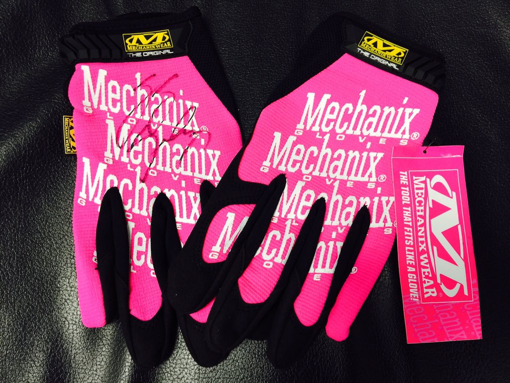 Hey @NASCAR fans who wants a pair of autographed @Mechanix_Wear #BreastCancerAwareness gloves?! RT & Follow to win! https://t.co/KCzsxnzgn9
