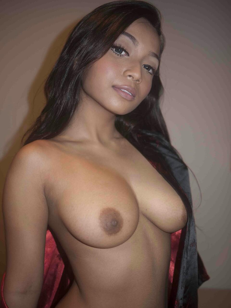 sexy young actress naked