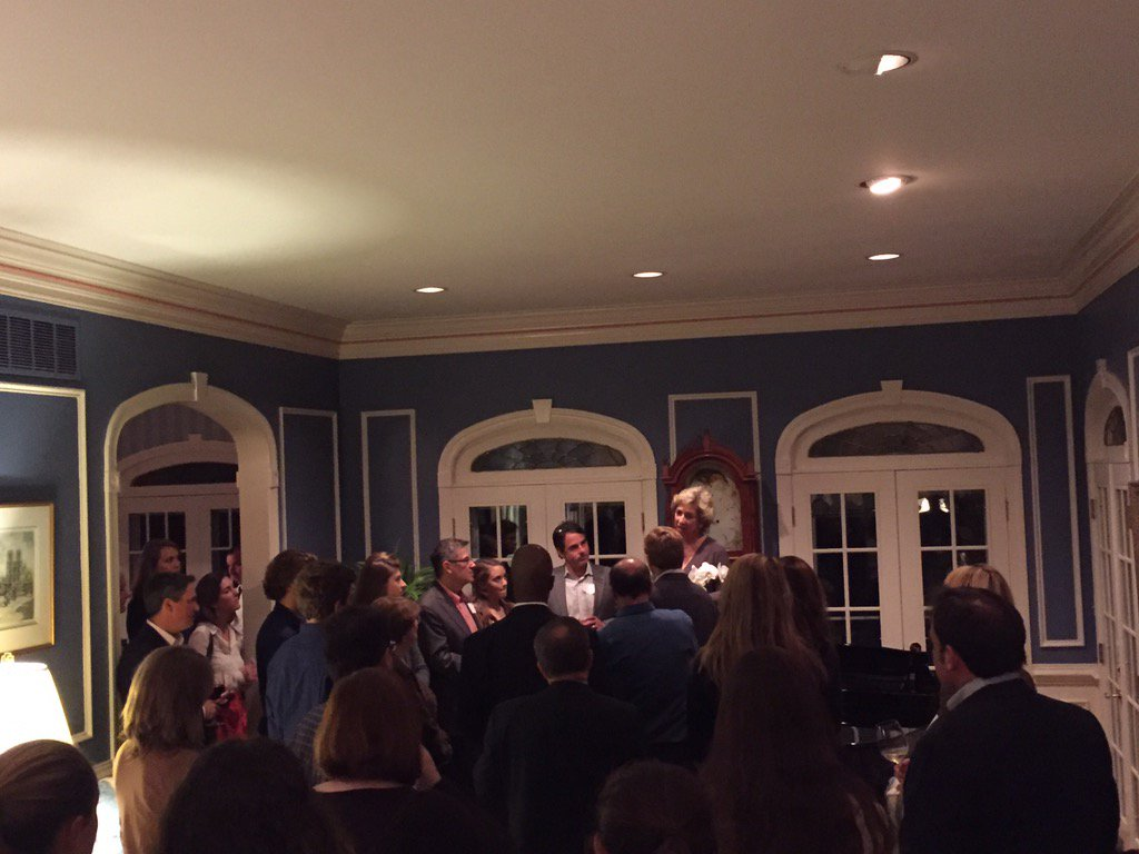 Our Board Chair & host of our Baltimore reception, Jennifer Reynolds, addressing a wonderful crowd! #meetdsonadmit https://t.co/THVcViCR6K