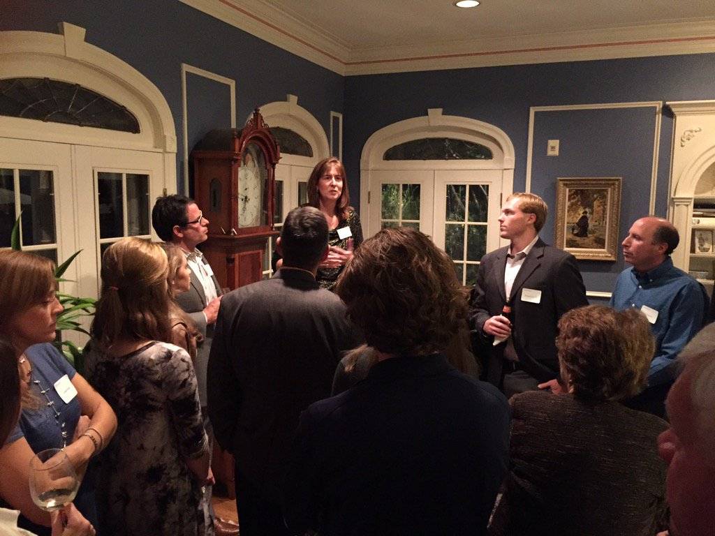 Stefanie Niles invites the many D'sonians at the Baltimore Reception to introduce themselves. #meetdsonadmit https://t.co/ifVUkfSE9s