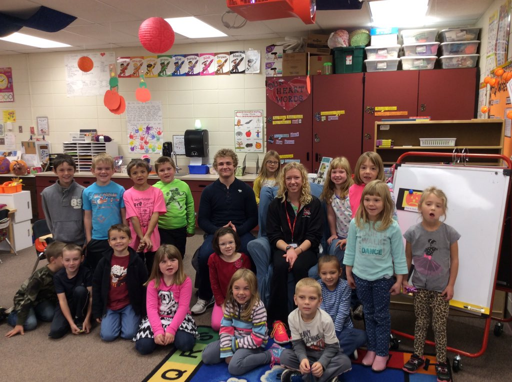 Hunter Marko & Alicia Monson talked to 2nd graders about persevering & accomplishing goals.  #likeawarriorasd https://t.co/gqJ3dDAaGF