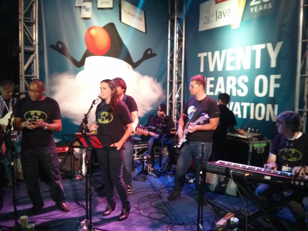 The #NullPointers are destroying at @javaoneconf! The coolest developer's band of all Java history!! https://t.co/4NrRh5ASyH