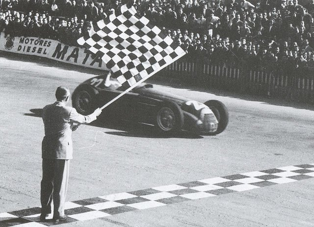 #FangioFriday In 1951, Juan Manuel Fangio 🇦🇷 wins the inaugural #SpanishGP at Pedralbes and claims his 1st #F1 title. https://t.co/YdBBrwCflY