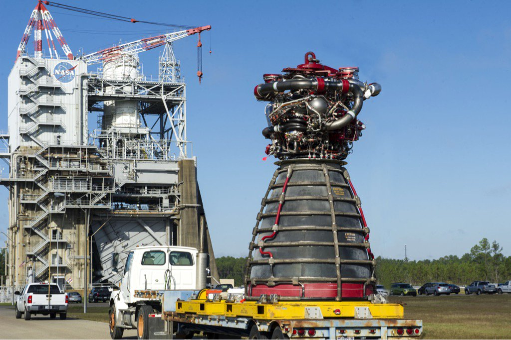Another big step for @NASA_SLS as we prepare for our #JourneyToMars: https://t.co/apwsKrNKMx https://t.co/KAGYwzVlbu