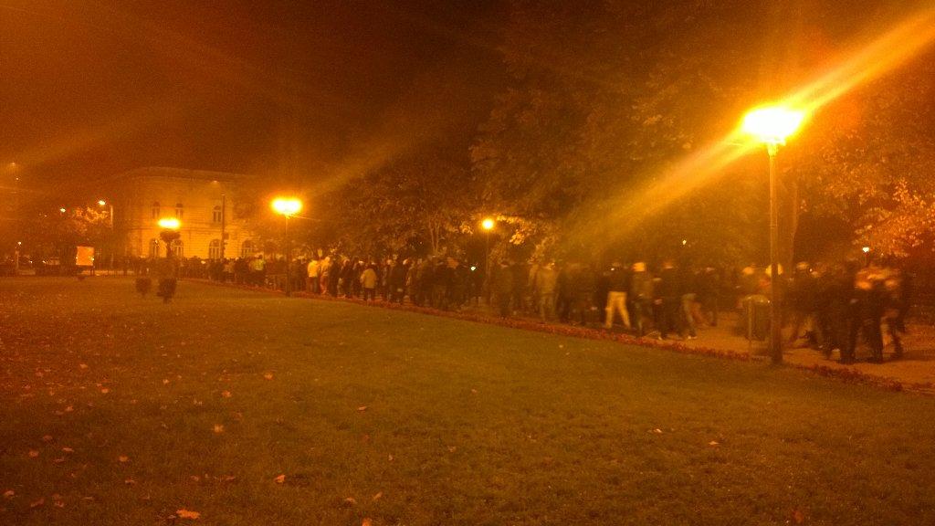 In #oradea suntem cam 1500+ Coloana a mers spre Lotus dupa ce am plecat din 1 Decembrie spre mag Crisul pic.twitter.com/xyX6tsfK9N