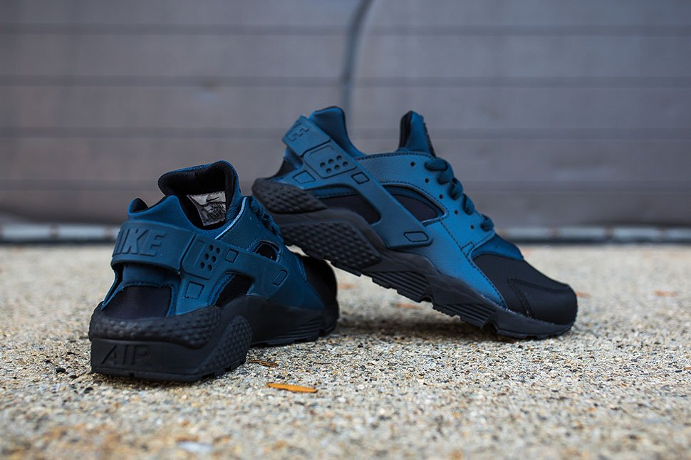 new style 68468 b5343 SNEAKERS Nike Air Huarache New Coloring   Black Squadron Blue available  this fridaypic.twitter.com AEFFwWu27A