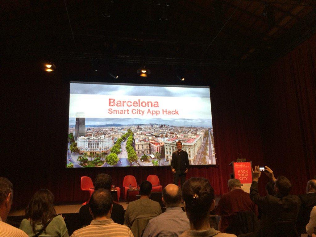 Comienza la Smart City App Hack #SCAH_BCN https://t.co/50dcUbSW3j
