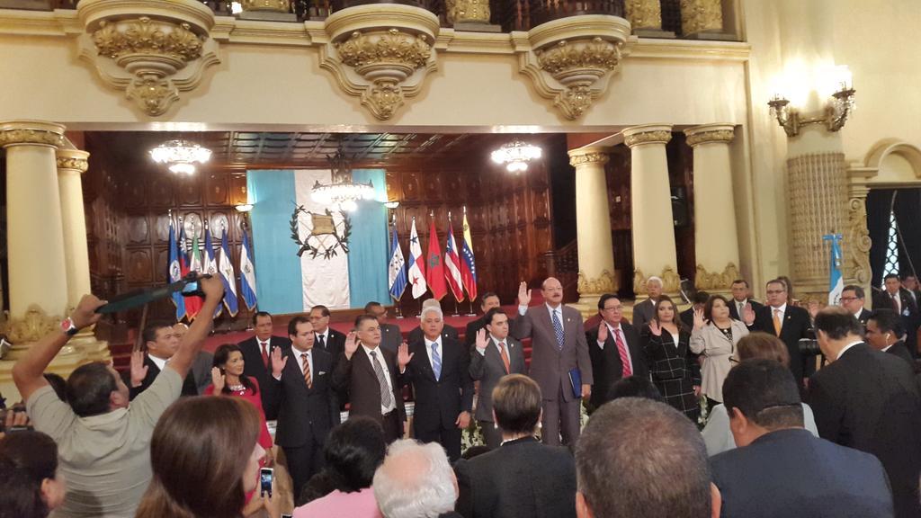 Juramentada la nueva Directiva del Parlacen, período 2015-2016, presidida por el nicaragüense José Antonio Alvarado https://t.co/7JHBBQh526