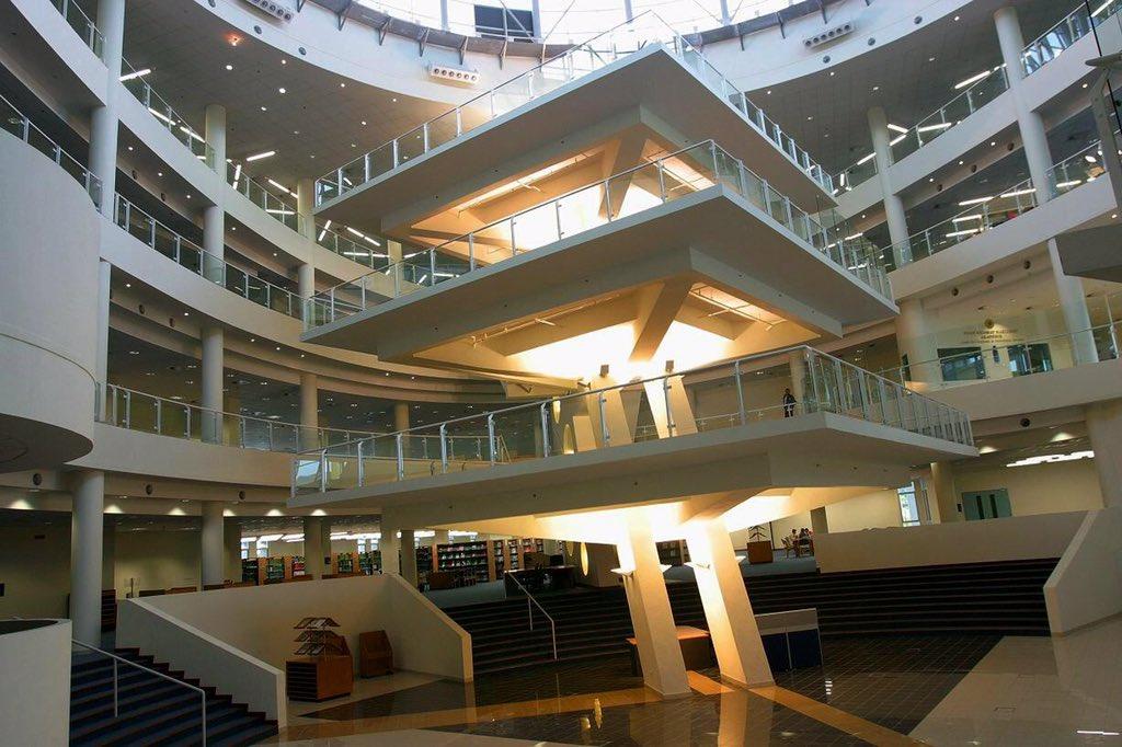 Shopping mall mana ni?  Tak lah ni Library UNIMAS.  @TwtUpCampus https://t.co/eNRGEZ2O8J