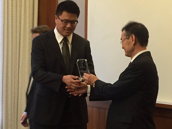 PHOTO: Dr. Shoji presents award to Kai Pan