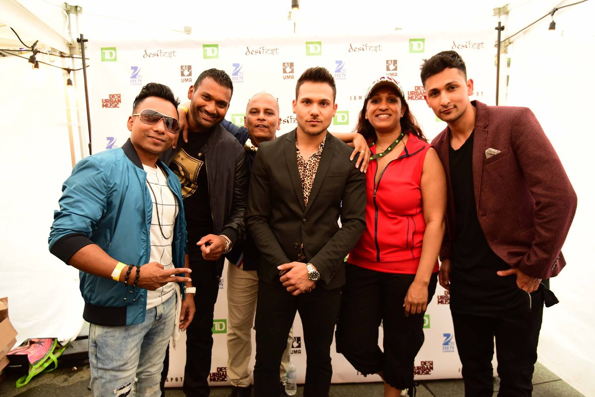 This right here sums up the best at #DesiFest2015! @MasterDonline @iamzackknight @iamMickeySingh @satsb @kalapatel12 https://t.co/7QtMykmjlN