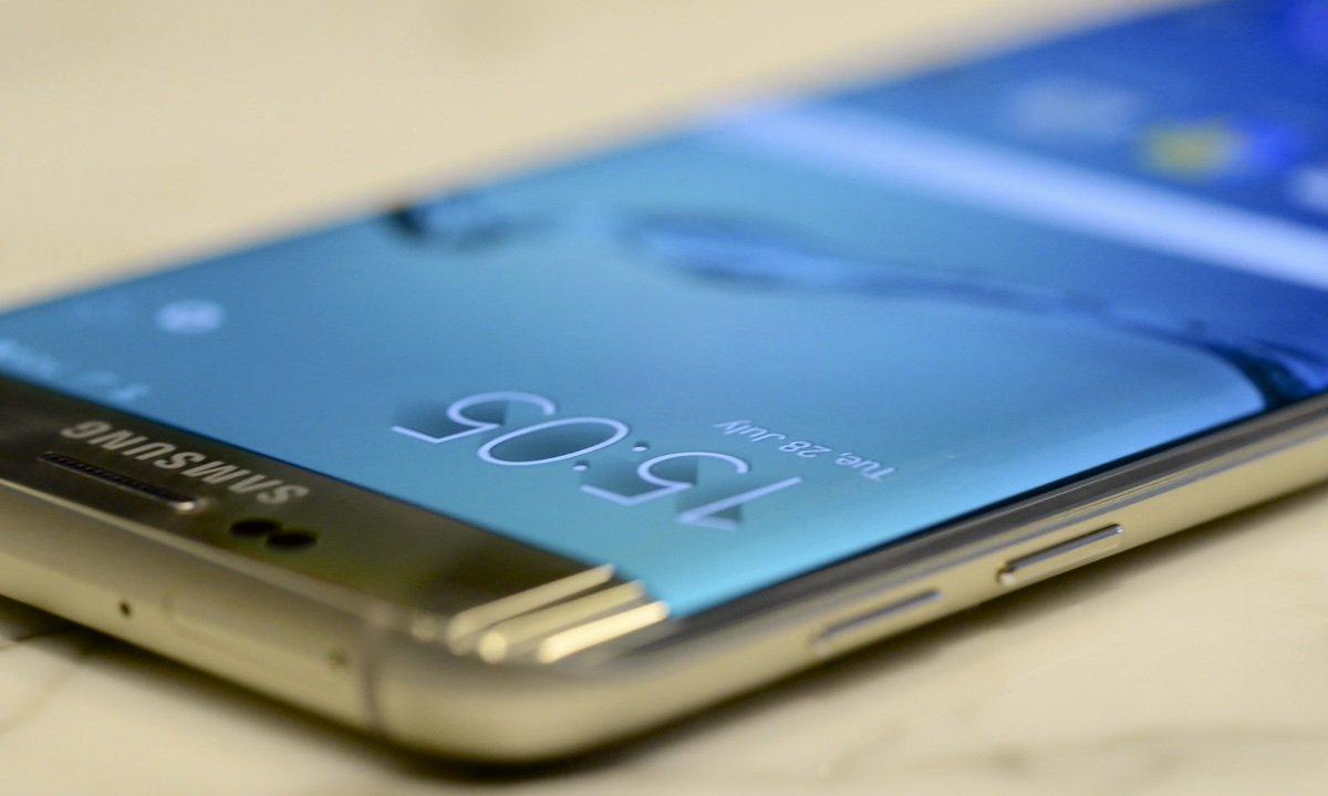 #Tutti i rumor sul #SamsungGalaxy S7: arriva a gennaio con 3D #Touch #SGC2015 https://t.co/kEdC0o61yd https://t.co/ndQHHyHZIK