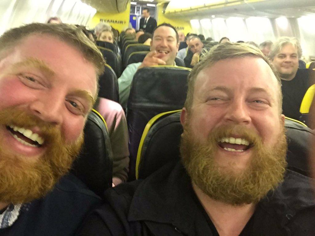 Homem encontra seu sósia em voo