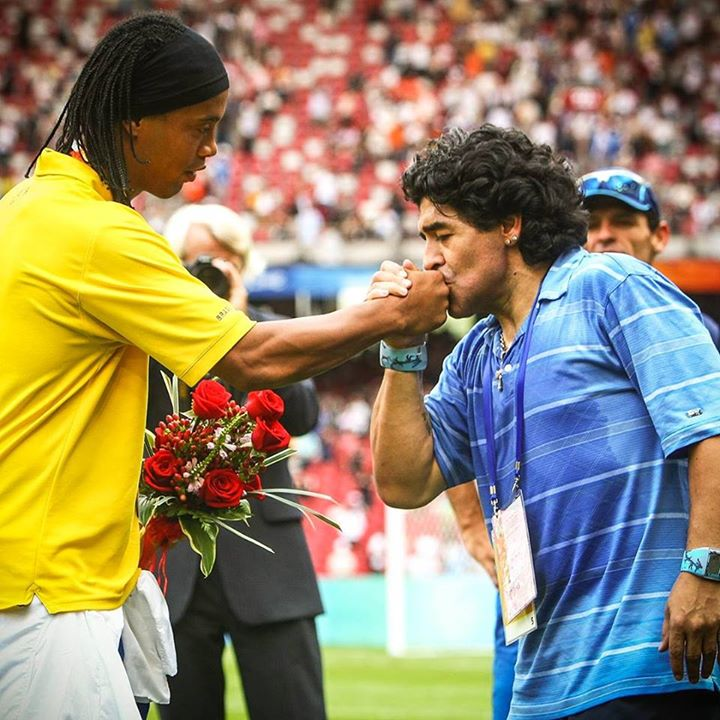 Hoje é aniversário de mais um gênio! Parabéns pelos 55 anos Maradona! Tu é o cara, te desejo tudo de bom meu amigo