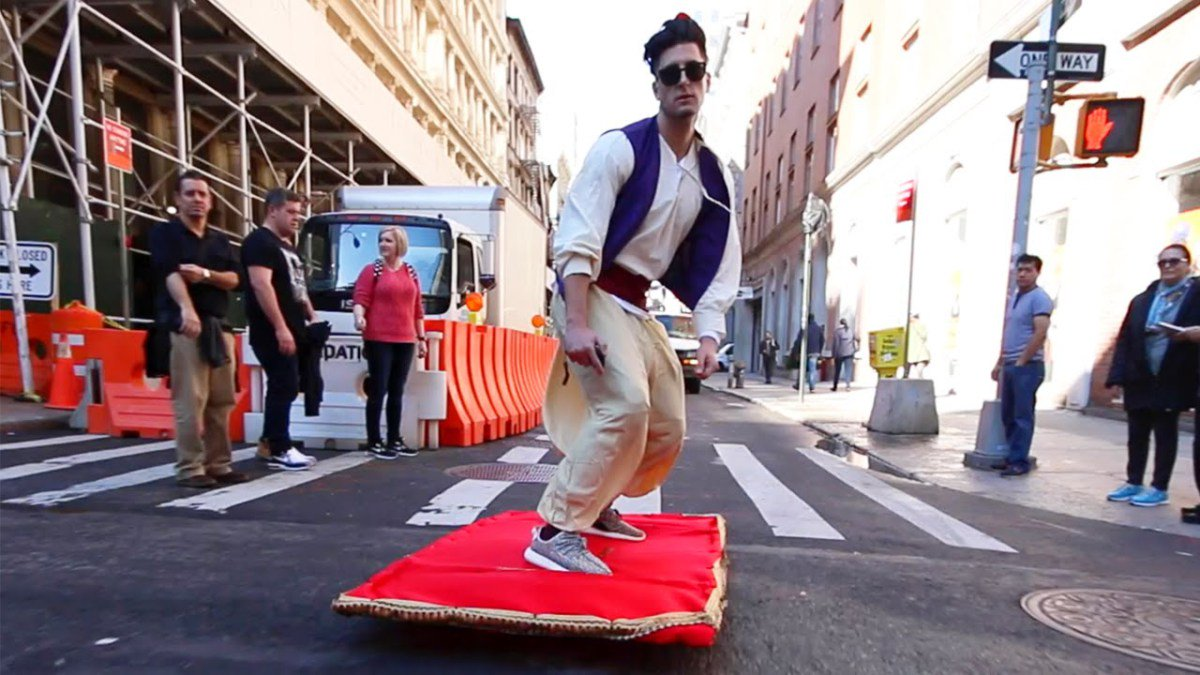 A Man Dressed as Aladdin Takes a Wonderful Electric Magic Carpet Ride Around New York City https://t.co/7OkIt7pTnB https://t.co/zln9caD8Nn