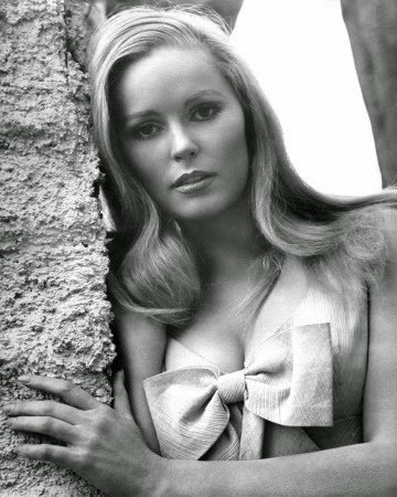 #TCMParty My 2014 interview w/ Veronica Carlson, who's in the next two @Hammerfilms on @TCM: https://t.co/r1JOEBVwtu https://t.co/8R0ZpDLJTO
