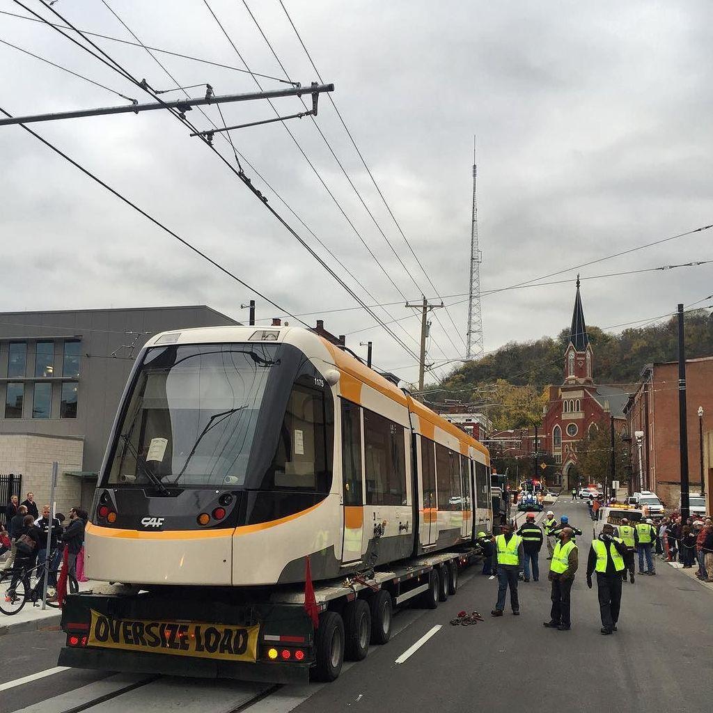 The Cincinnati Streetcar is here! https://t.co/nA3z2adHjE