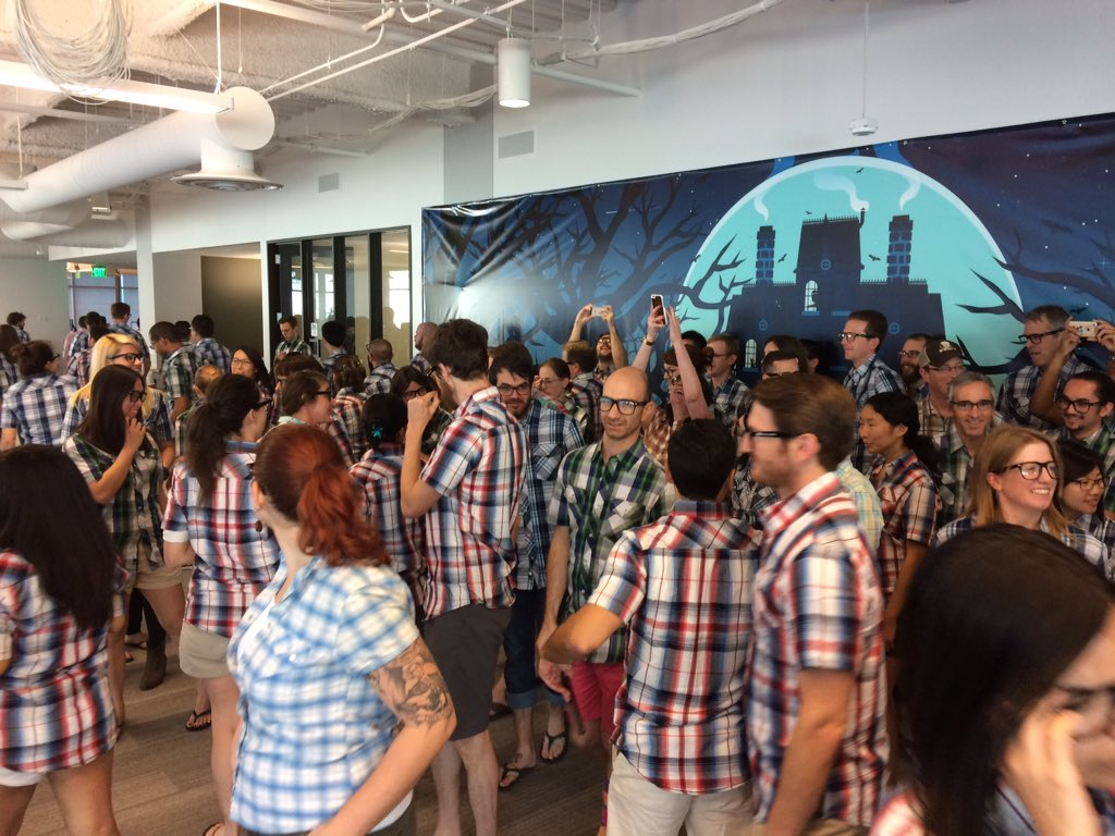 This is what life at @SlackHQ looks like when everyone is dressed as the CTO. Lots of flip flops, shorts, and plaid. https://t.co/fzzaR6sATF