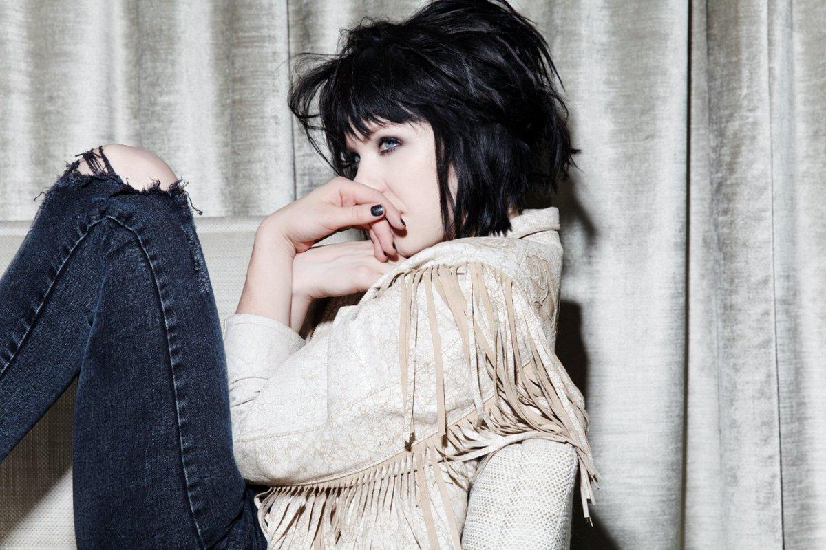 Special #NYE announcement: @carlyraejepsen performs 12/30, 12/31 & 1/2 at The Venetian Theatre. Tix on sale Nov. 5. https://t.co/YUXIdDAroY