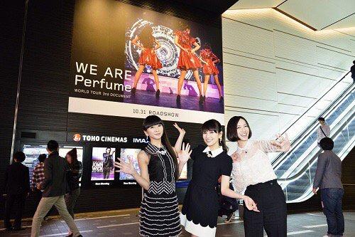 Perfumeのドキュメント映画いよいよ本日10/31公開です!全国の劇場では、映画ポスターデザインのステッカーを入場者プレゼントで配布いたします!ぜひご来場ください!https://t.co/BSoYcD4UWN #prfm https://t.co/61CdBNypWx