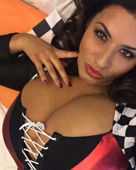 Waiting for the sexy @SinFulCeleste first let me take a #selfie #nascar #nascargirl #pitgirl #finishline