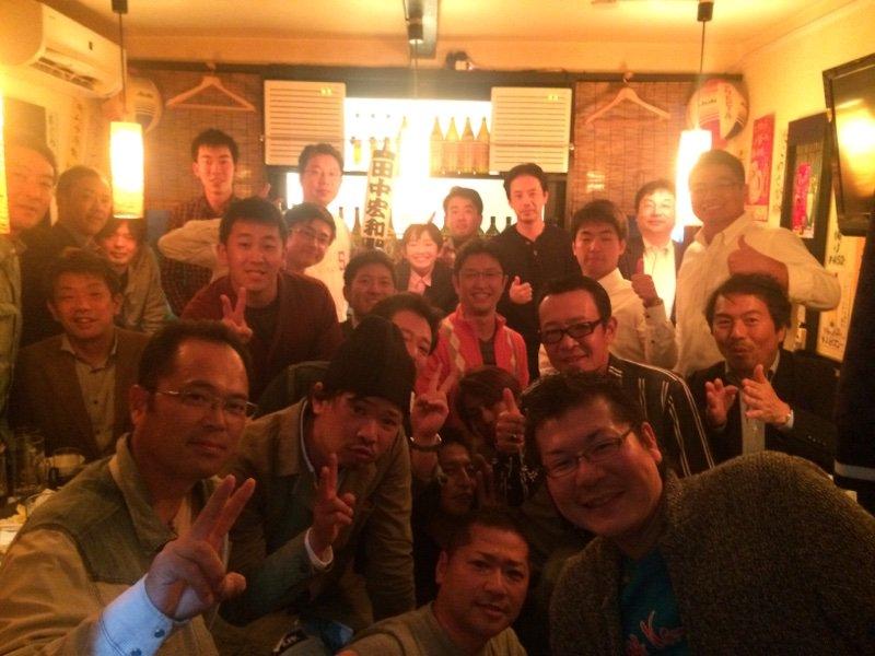 今晩は田中宏和さんの同姓同名25人が集まっての、田中宏和の会。名前ってコスチュームなんだと思いました。生まれた時に親からもらって、ずっと着ている衣装。たまたまコスプレが被ってた人が集まるハロウィンパーティーのようでした。 https://t.co/l3K6HjgenZ
