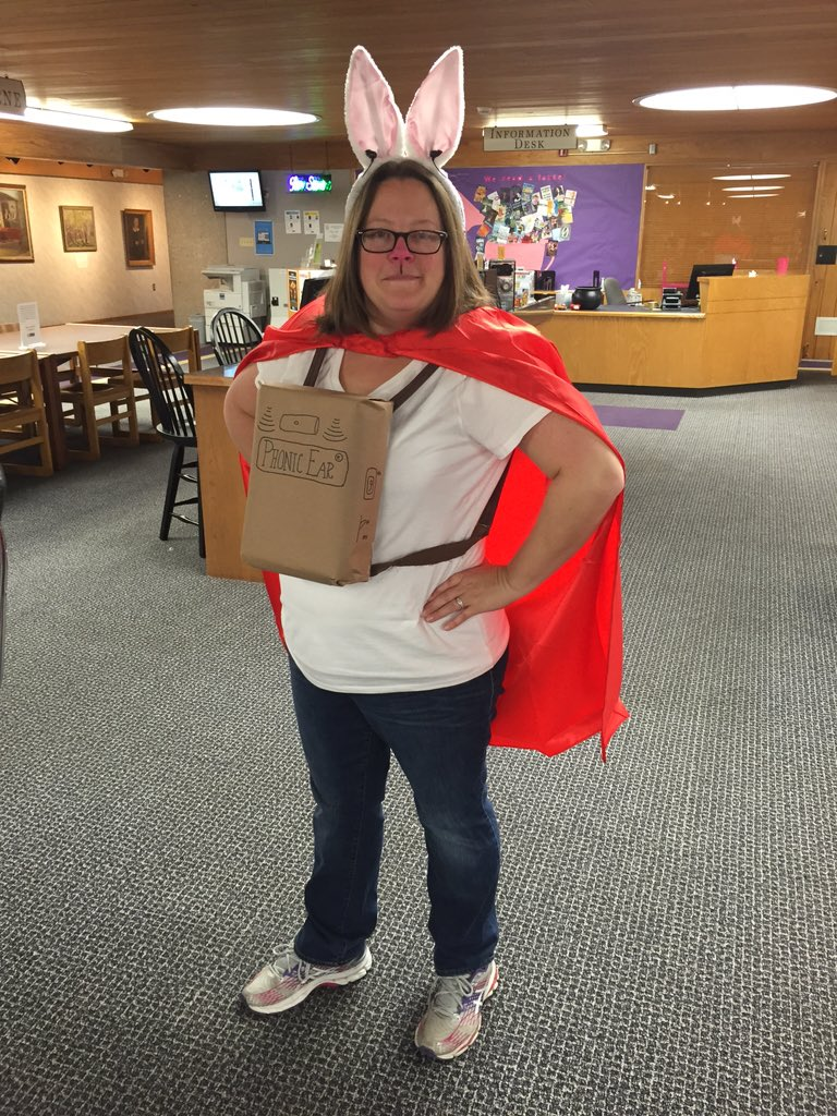El Deafo is your #SaturdayLibrarian today! Happy Halloween! @CeceBellBooks https://t.co/A3QvUT8NCT