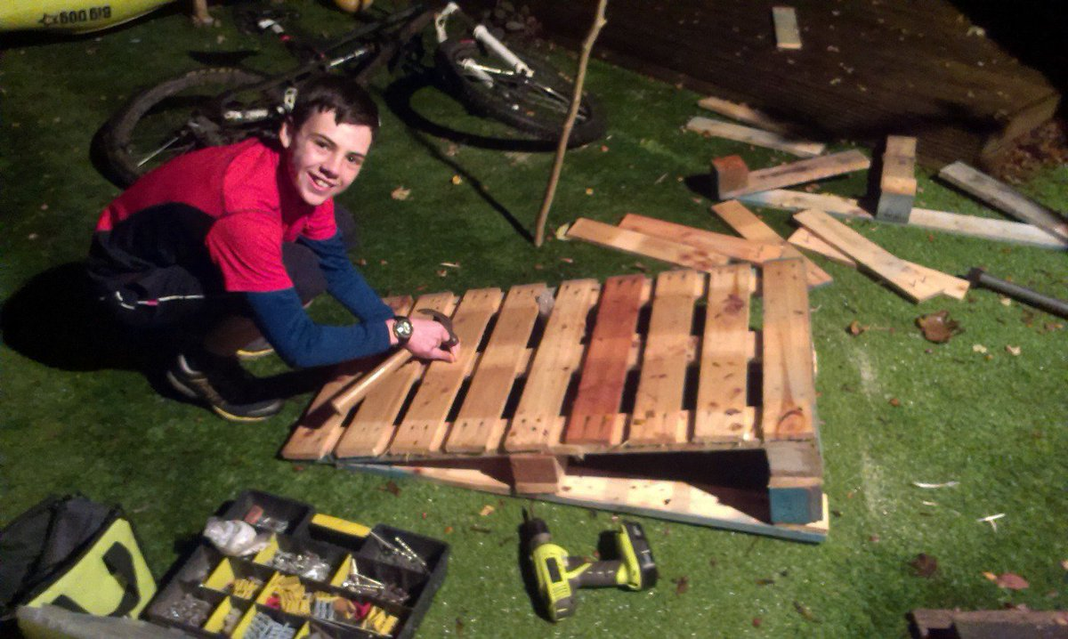 make a bike shed from pallets