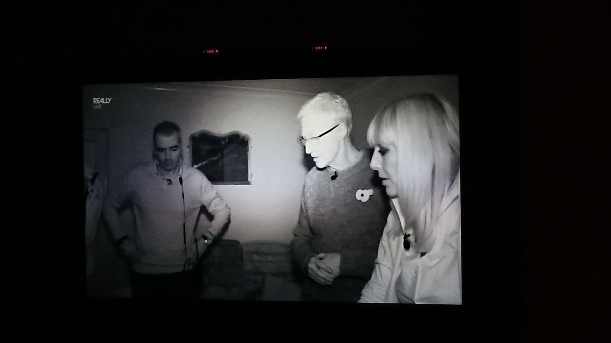 "#PaulOGrady #MostHauntedLive @reallytvchannel ""no wonder it's disturbed looking at this carpet!"" https://t.co/bl2xtIAH9W"
