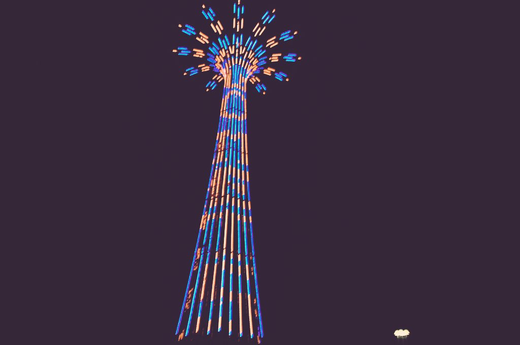 Orange and blue over Coney Island on the world famous parachute jump in honor of the @Mets .  #LGM https://t.co/4e7QRM6CbH