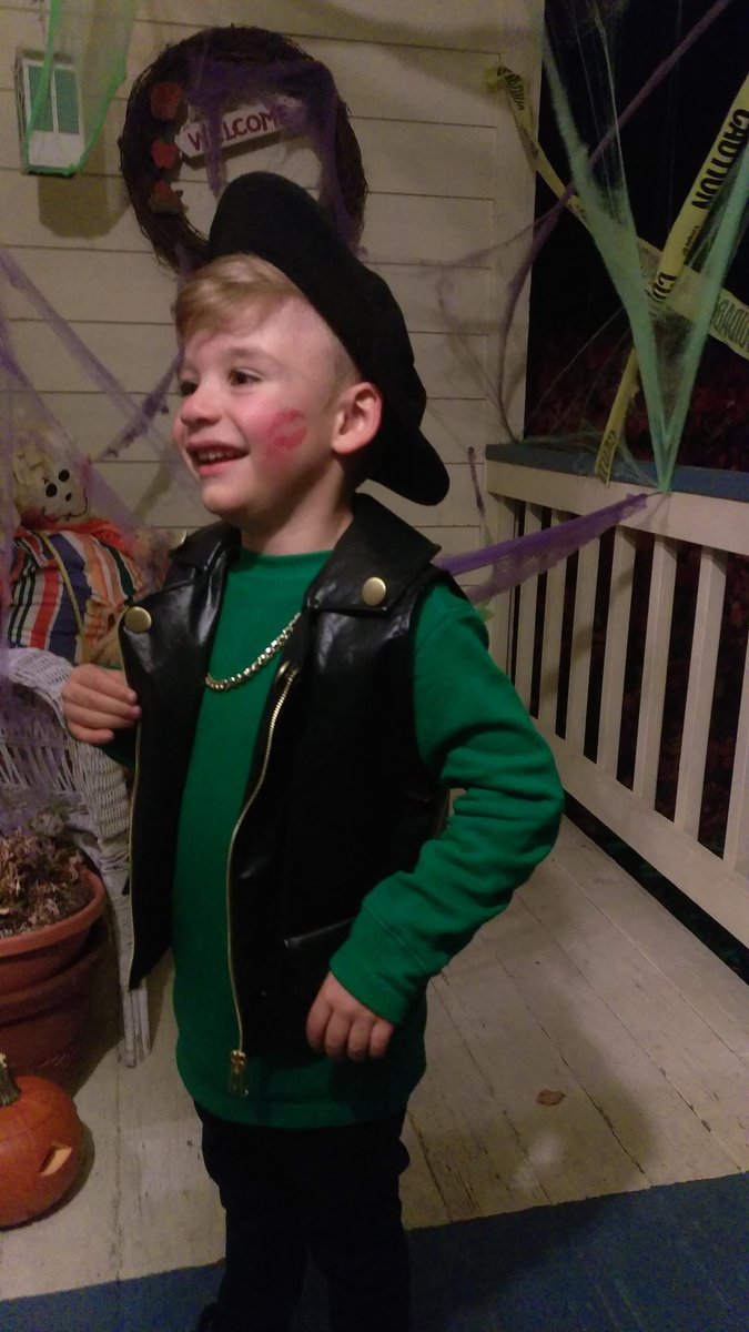 c cassidy on twitter mini macklemore macklemore costume complete with red halloween httpstcoyyqg5n5vot