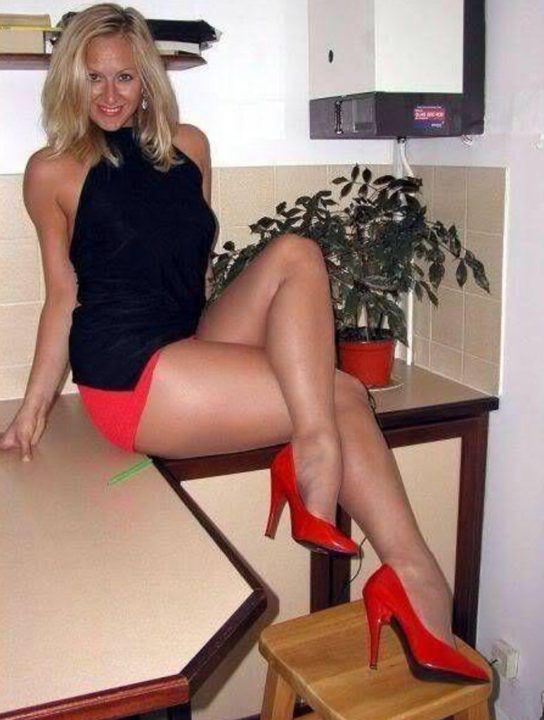 Nude Wife In Heels