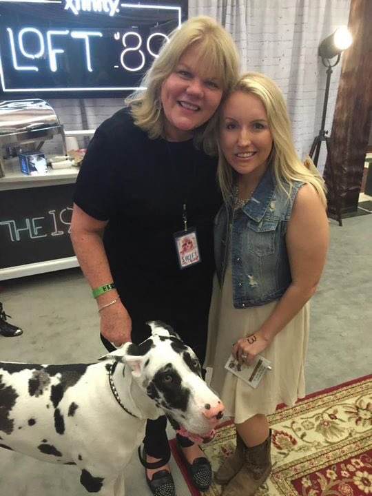 Tt4taylor On Twitter Mama Swift And Her Dog Kitty In Loft 89 1989tourtampa Https T Co Ilegby9c54 Https T Co Lcm7d6qusu