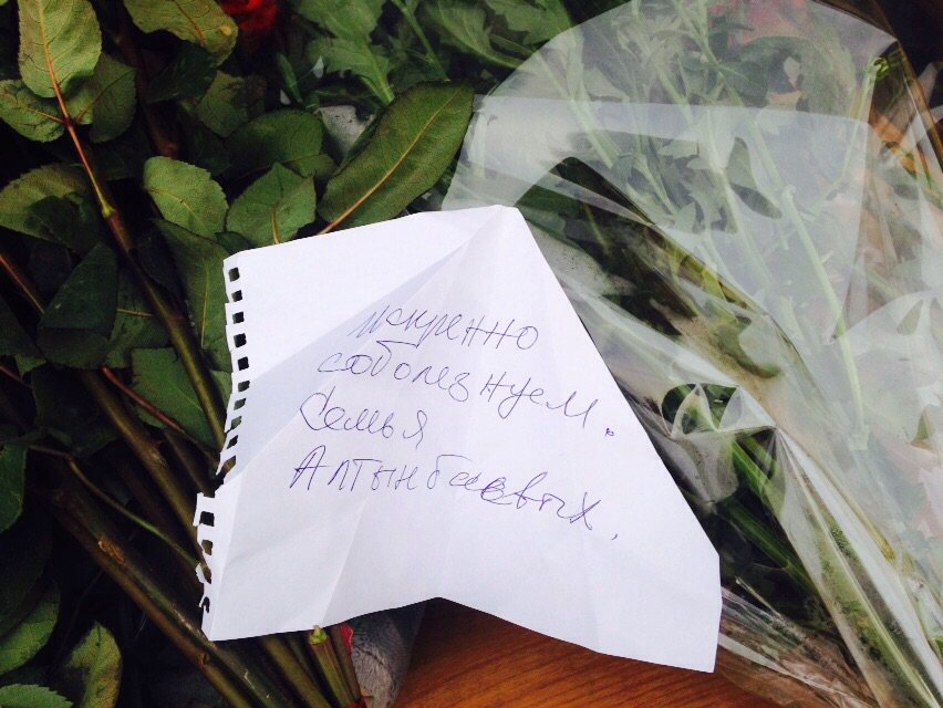 Доставка цветы, записки в букетах фото