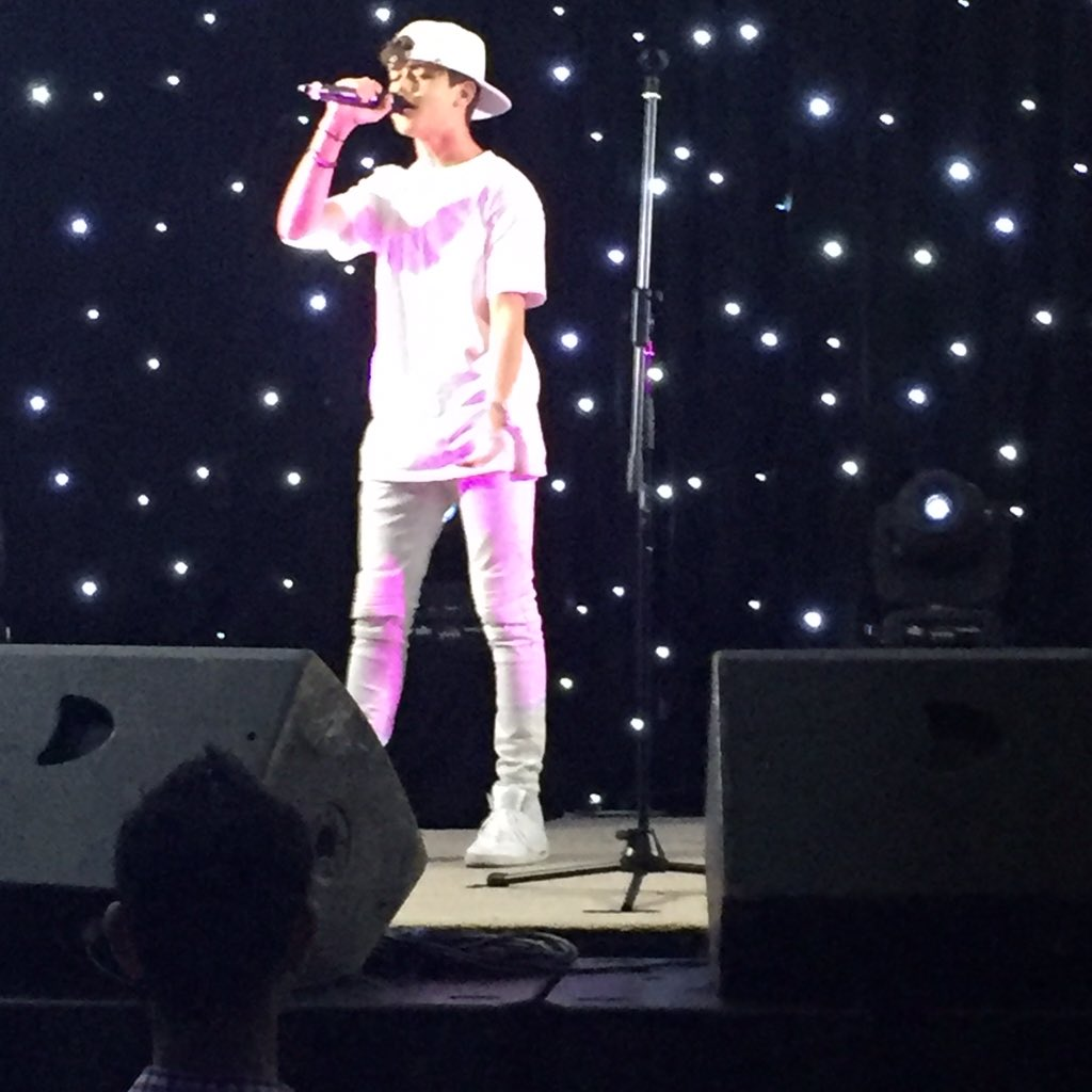 So much talent loving @HarrisJOfficial live @HumanAppeal #sol2015 https://t.co/fHydxw1GcF
