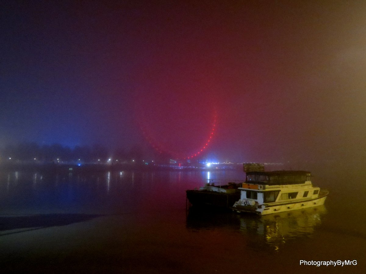 Never seen London as foggy as it is tonight @TheLondonEye is there somewhere @TowerRNLI @Londongramer @ThamesPics https://t.co/Q4n5f2k1ug