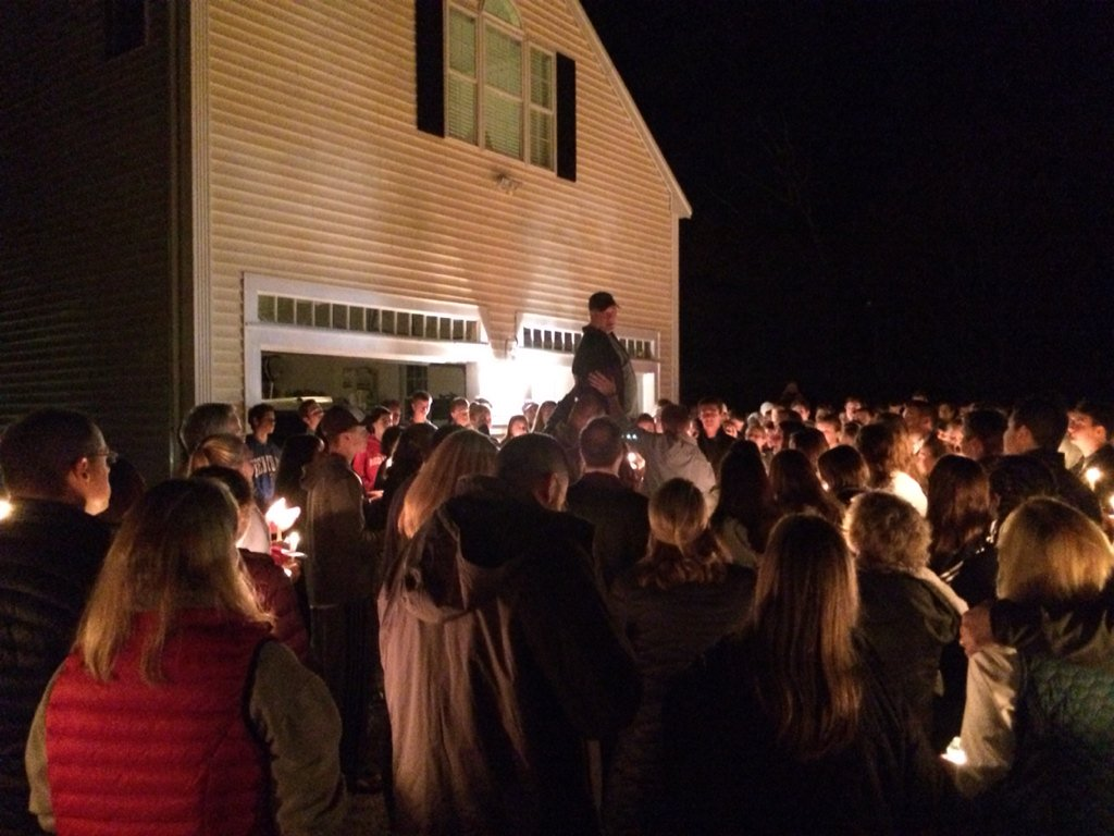 """This is amazing"" Madeline Lamson's father to hundreds who walked w/candles to his family's home https://t.co/cfehJx8zdC"