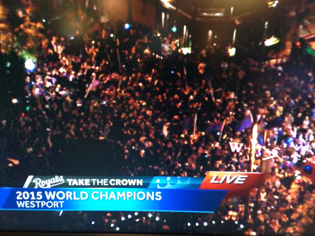 Westport crowd from NewsChopper 9 @Royals #TakeTheCrown @kmbc https://t.co/gnA9skvylx
