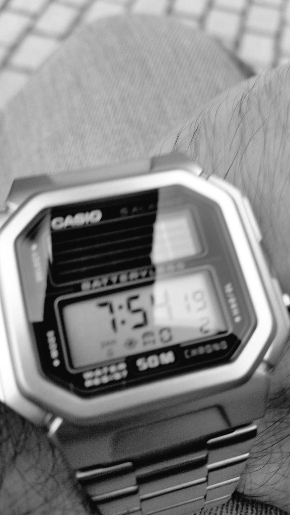 ¿Que reloj llevamos hoy? - Página 21 CSybvSmWUAAPg9B