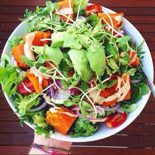 يساعد تناول الخضراوات والفواكه الطازجة في تخليص الجسم من السموم وذلك لاحتوائها على نسبة عالية من الألياف. https://t.co/vRwV7SfrA4