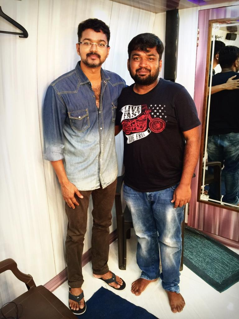 Met @actorvijay brother, நிறைகுடம் தளும்புவதில்லை . Had one hell of a time chatting with him :)) day made !! https://t.co/qwyOlY2OCy