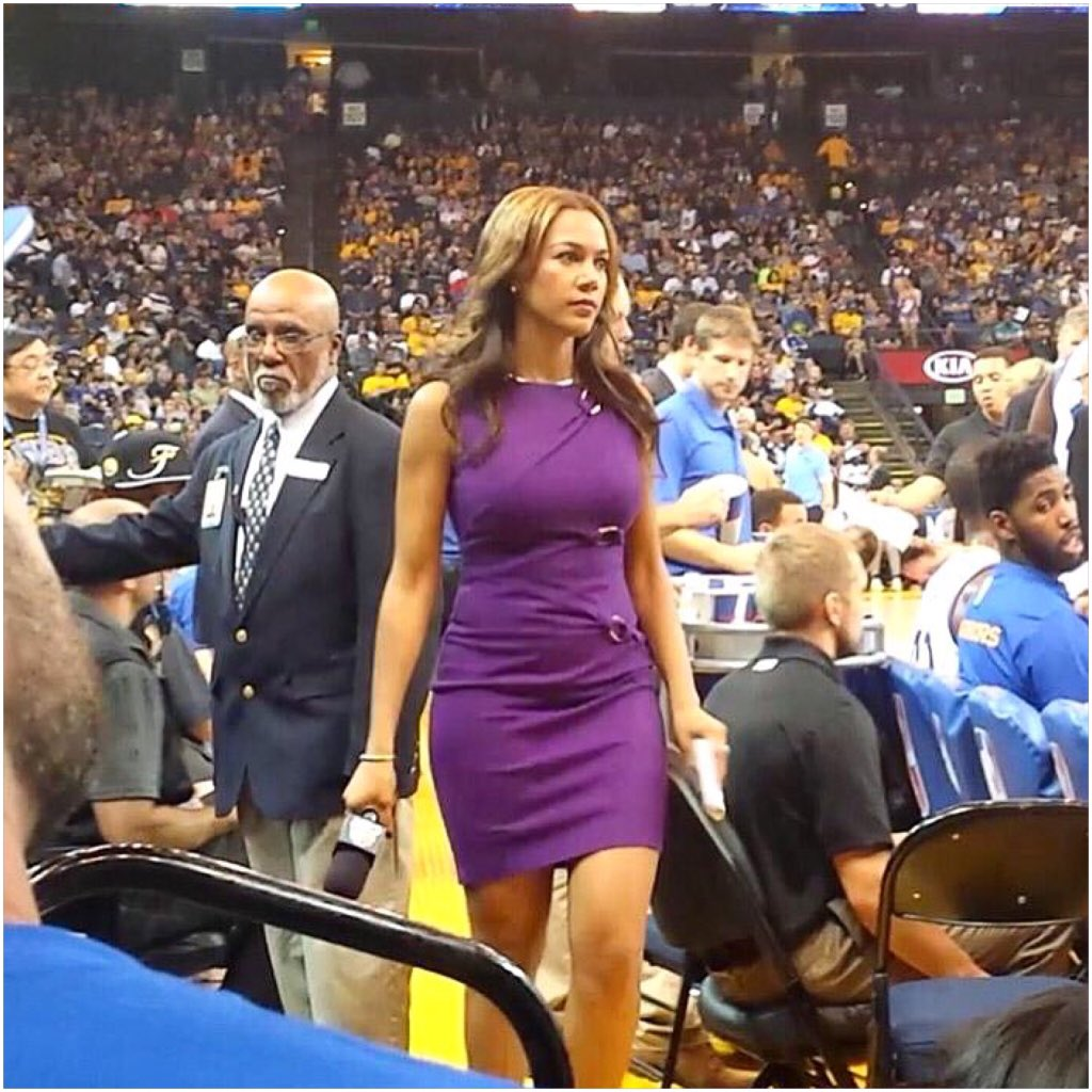 "Rosalyn Gold-Onwude on Twitter: ""Woman on a mission! Microphone and notepad in hand ..."