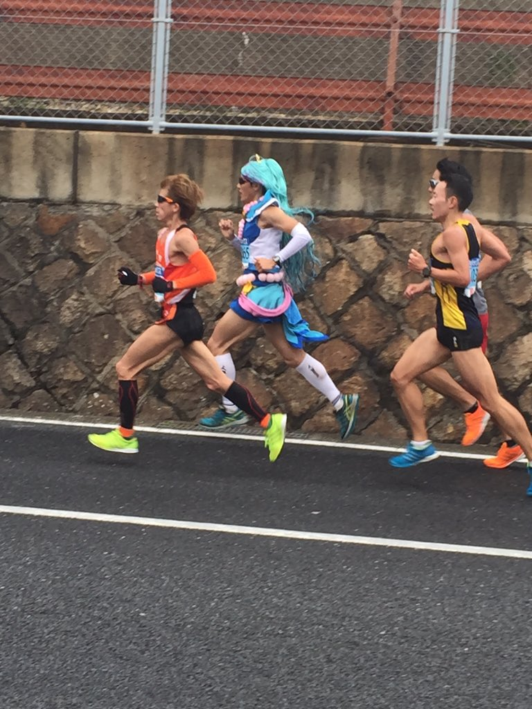プリキュアおじさん速い!!神戸マラソン pic.twitter.com/SHtcxdJkFv