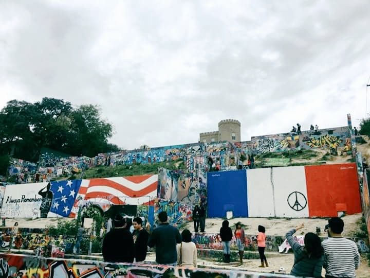 Austin shows some love for France today at Hope Outdoor Gallery. #austin #JeSuiParis https://t.co/eNpG9jzZ3T